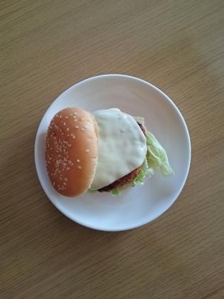 ハンバーガー、チーズバーガー