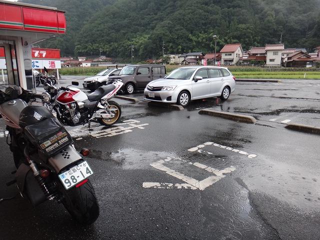 s-17:04戸河内土砂降り