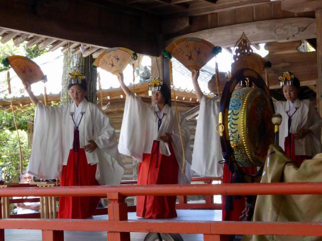 三輪神社例大祭と神輿1
