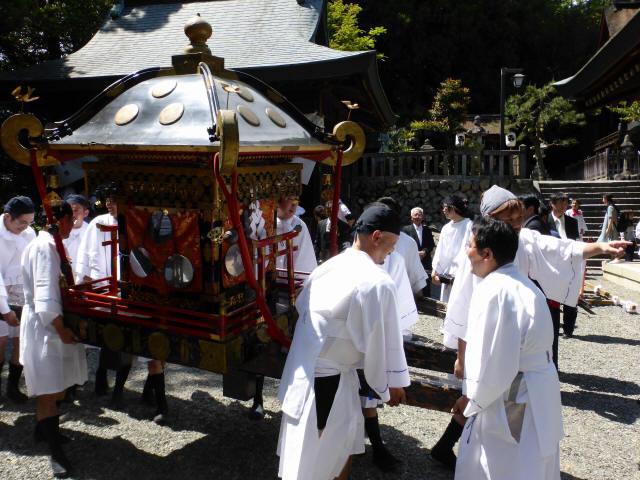 三輪神社例大祭と神輿3