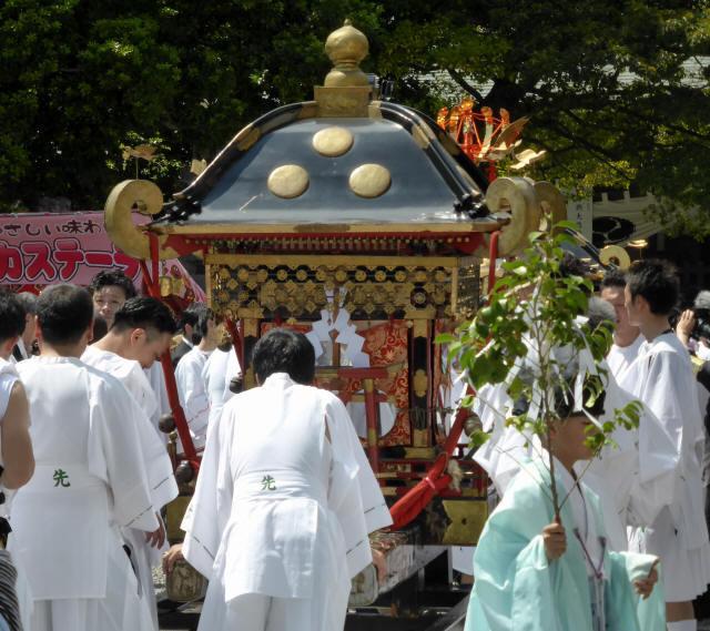 三輪神社例大祭と神輿4