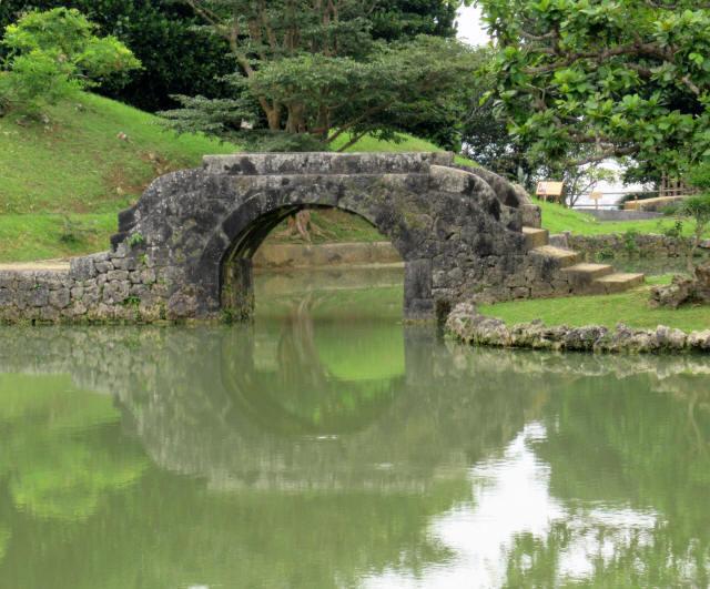 識名園大石橋7