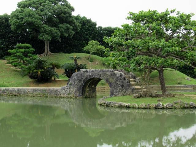 識名園大石橋8