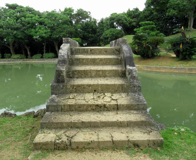 識名園大石橋1