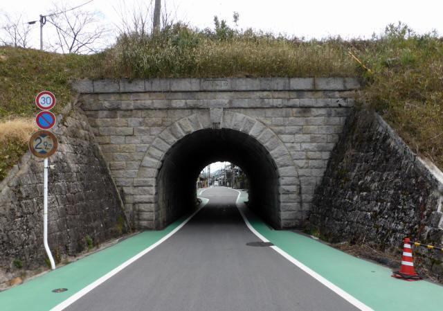 由良谷川隧道6