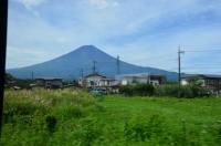 河口湖駅出たとこの富士山170825