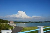 ダム湖の向こうは入道雲170523