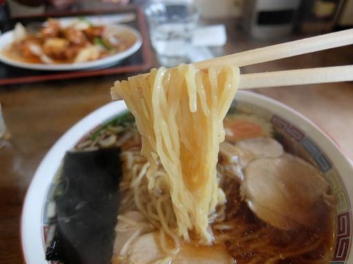 ストレートの中太麺