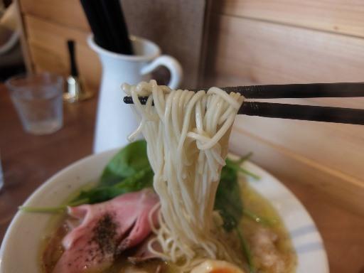 低加水のストレートの細麺
