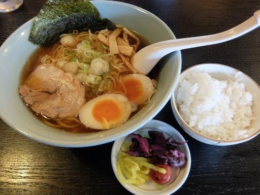 熟成醤油麺と無料のライス・お新香