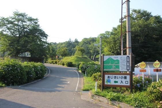 女神山登山道入口