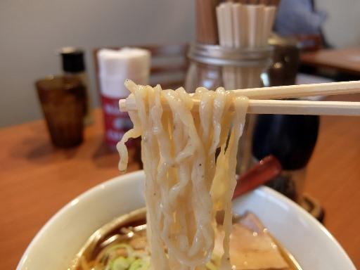手もみ縮れ麺