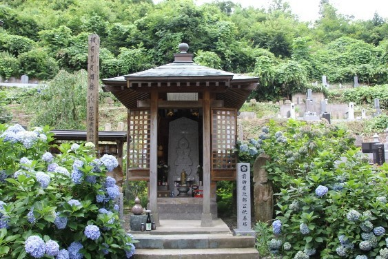 前田慶次の供養塔