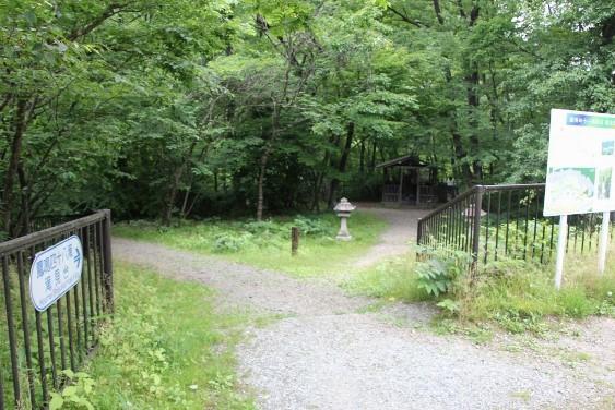 滝への入口