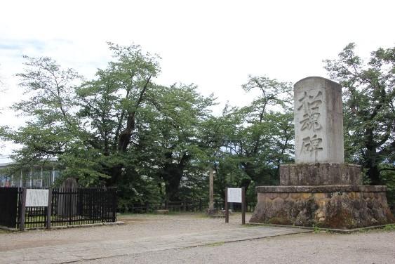 上杉謙信公祠堂跡と招魂碑