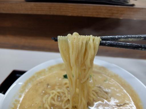 ストレートの中細麺