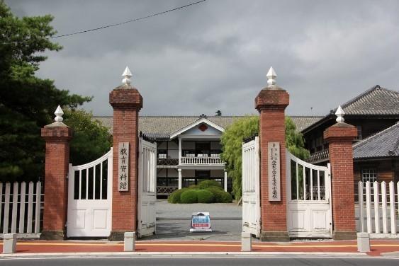 旧登米高等尋常小学校正門