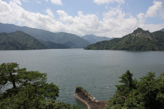 展望台からの田子倉湖