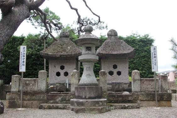 直江兼続夫妻のお墓