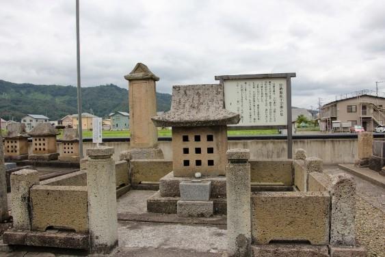甘糟備後守景継の墓