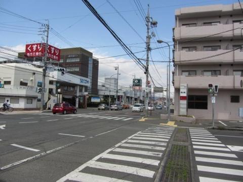 草薙駅入口交差点