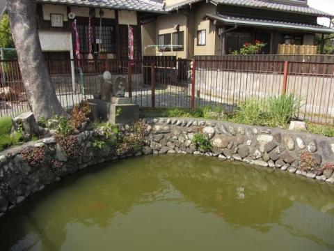 姥ヶ池と弁財天