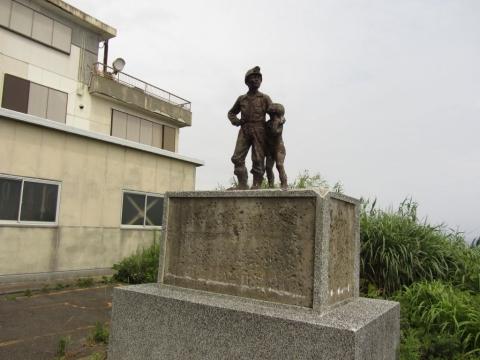 炭鉱夫と子供の像