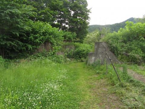 頼城駅北側の架道橋跡