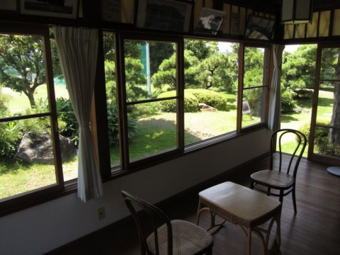 興津坐漁荘テラス