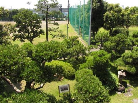 興津坐漁荘庭