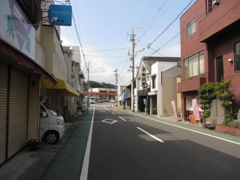 興津駅前通り