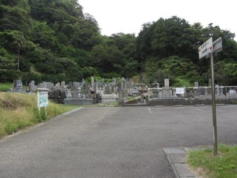 薩埵山の共同墓地