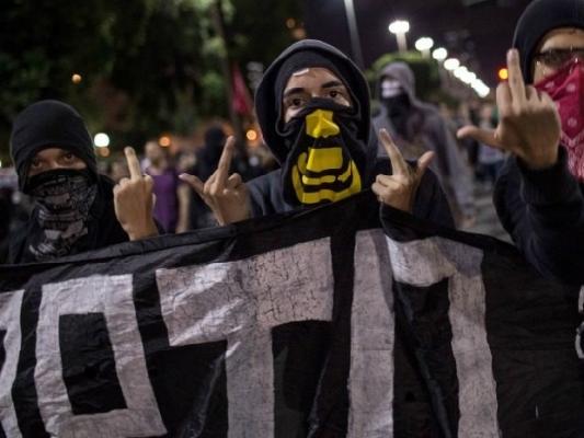 trump-protesters_201707080347309fb.jpg