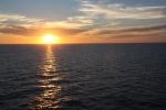 4.礼文島沖の夕日-19D 1707q