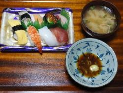 夕食はにぎり寿司