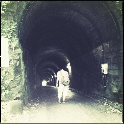 なんか出そうなトンネル。