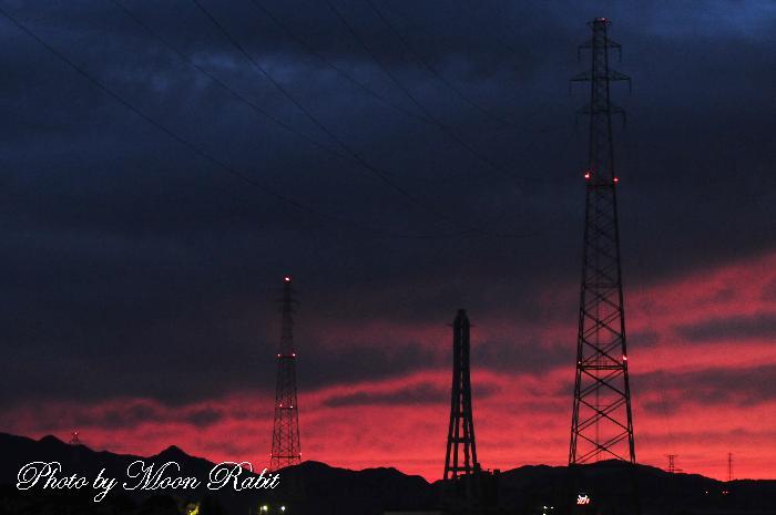 鉄塔とクレーン 愛媛県西条市今在家