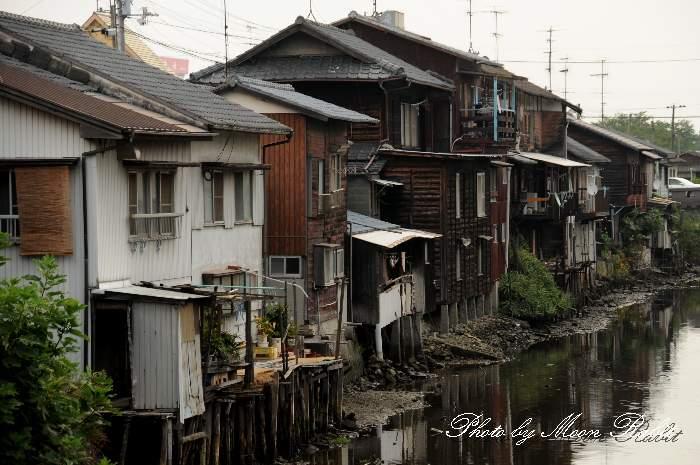 川辺の集落