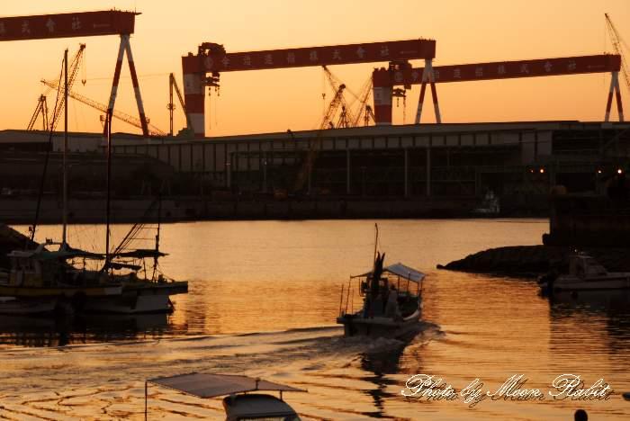 出港する漁船 玉津漁港 愛媛県西条市船屋