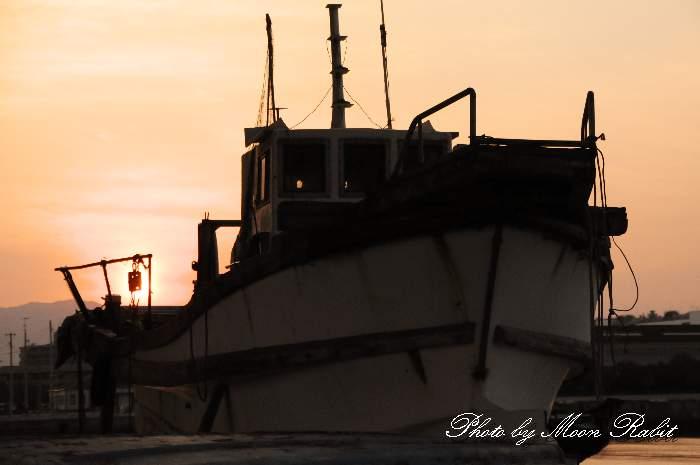 ひうち大橋と漁船 愛媛県西条市船屋