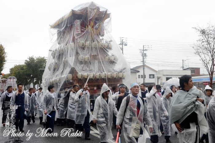 雨中の統一運行 朝日町だんじり(屋台)