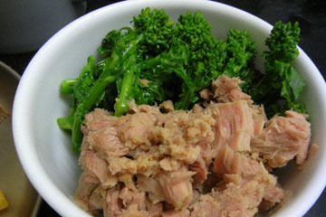 blog CP1 Cooking, Dinner, Broccoli de Rabe & Tuna, Walnut Bread, Cheese & Honey_DSCN4143-3.14.17.jpg