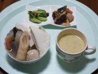 10/9 昼食 レトルトおでん、きゅうり漬け、根菜ポン酢炒め、クリームシチュー