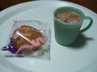 10/9 間食 シュークリーム、アイスカフェオレ