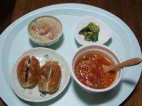 10/10 昼食 ミネストローネスープ、ソーセージとアスパラのクリーム煮、きゅうり漬け、レーズンロールパン