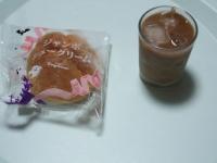 10/10 間食 シュークリーム、アイスカフェオレ