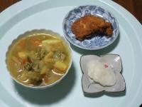 10/17 昼食 フライドチキン、野菜と厚揚げのカレースープ、べったら漬け
