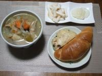 10/17 夕食 野菜と手羽先のラー油入りスープ、べったら漬け、山芋の明太和え、塩バターパン、レーズンチーズパン