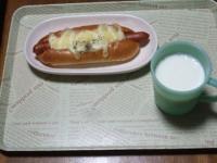 10/24 昼食 チーズドッグ、牛乳