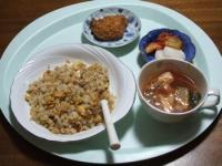 10/28 昼食 フライドチキン、チャーハン、キムチ入り中華スープ、べったら漬け、キムチ